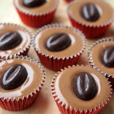 Zartschmelzende Kleinigkeit: Cappuccino-Nougat-Töpfchen [Buchrezension]