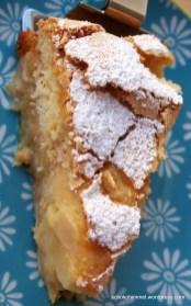 Apfelkuchen: unten Kompott, oben Teigkruste