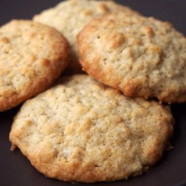 Pimp my Haferflocken-Kekse – mit gesalzenen Macadamias und Kokos
