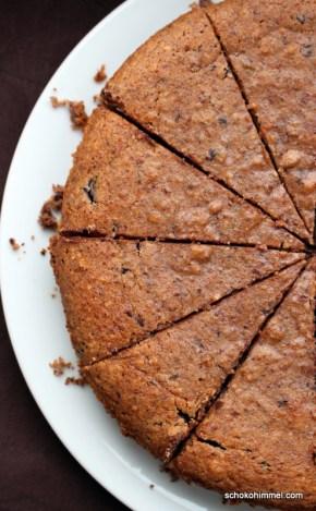 Haselnuss-Kuchen mit Maronenpüree und Schokolade