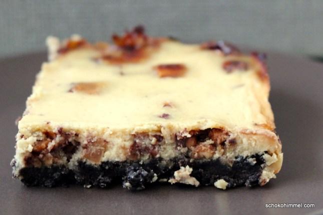 Cheesecake mit Snickers und Keksboden