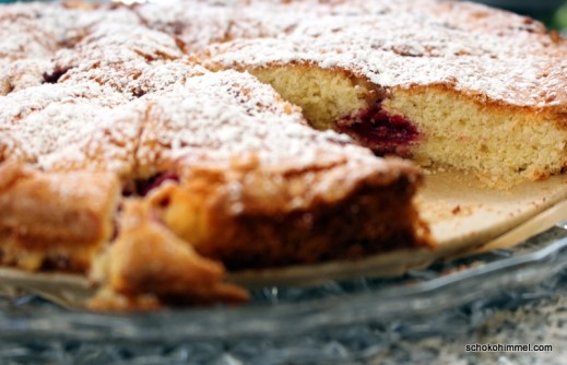 Buttermilch-Kuchen mit Kirschen