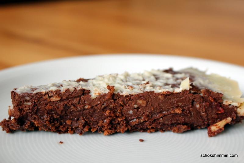 Achtung, Bombe: Schoko-Kokos-Tarte mit Keksboden [no bake]