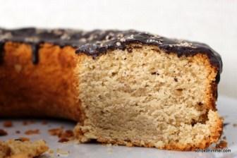 Kuchen mit Tahiniund Schokoguss
