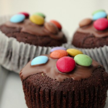 Cremige Nougat-Muffins [und Smarties on top]