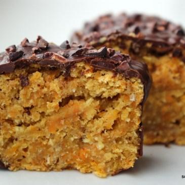 Pünktlich zu Ostern: cremiger Carrot-Kokos-Kuchen [vegan]
