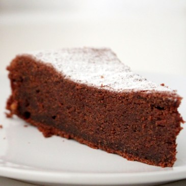 Saftiger Schoko-Sauerrahm-Kuchen [simpel & gut]