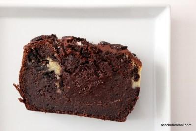 Kuchen mit Oreo-Keksen und Cheesecake-Füllung
