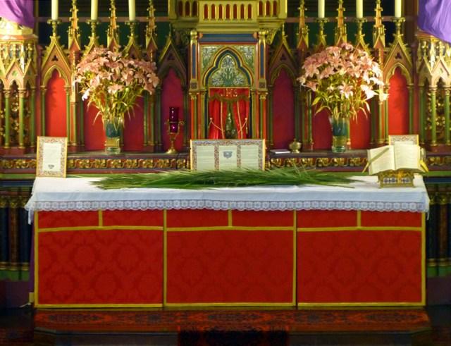 Le maître-autel avant la cérémonie