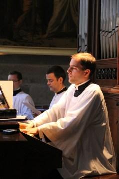 A l'orgue, M. l'Abbé Perret, fssp
