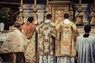 1ère messe de M. l'Abbé Lacroix, fssp, à Notre-Dame-des-Victoires, le 3 août 2013 : au Sanctus