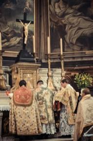 1ère messe de M. l'Abbé Lacroix, fssp, à Notre-Dame-des-Victoires, le 3 août 2013 : fin du canon