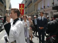 Procession de saint Louis dans les rues de Paris, avec son descendant direct, Mgr le duc d'Anjou