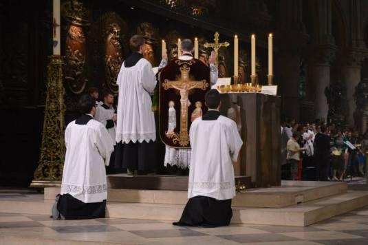08 - Messe de départ célébrée par M. l'Abbé Iborra dans Notre-Dame-de-Paris - vigile de la Pentecôte