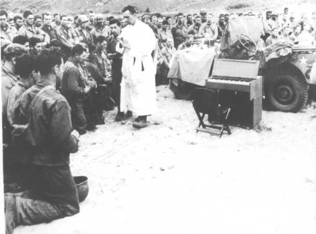 2. 12 juin 1944 - la sainte messe est célébrée à Omaha Beach