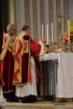 39 - Messe pontificale du lundi de Pentecôte célébrée par Mgr Aillet dans la cathédrale de Chartres - suite du canon
