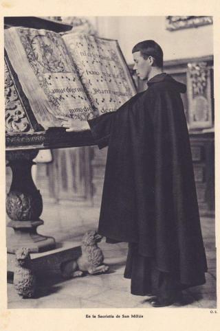 Ecclésiastique au lutrin
