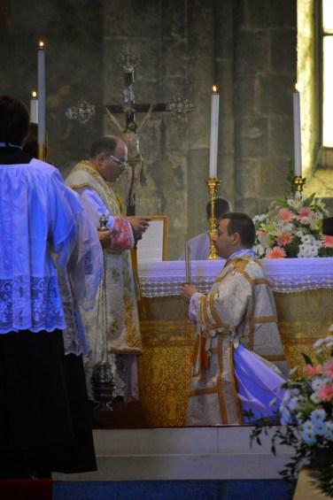 04 - Messe de la fête de Notre-Dame della Guardia - bééndiction du diacre par le célébrant avant l'évangile