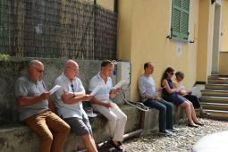 04 - répétition en plein air le 25 août devant le presbytère