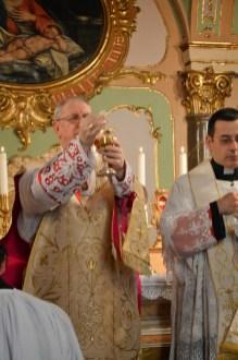 08 - Messe basse prélatice de Mgr Oliveri, évêque d'Albenga, dans la chapelle de l'évêché - Ecce Agnus Dei