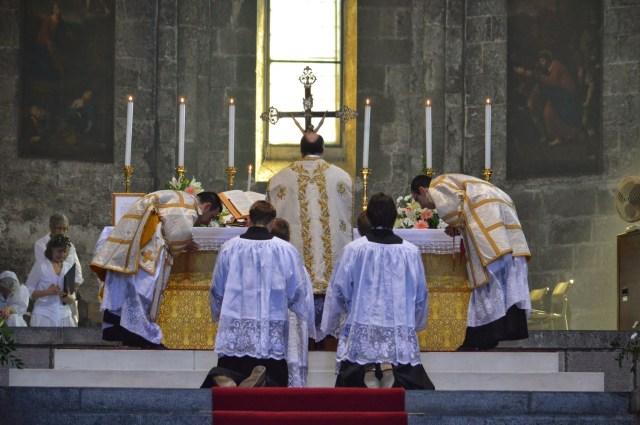 08 - Messe de la fête de Notre-Dame della Guardia - au 3ème Confiteor avant la communion des fidèles