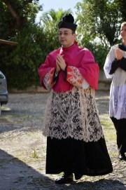 09 - Procession d'entrée de la messe des 7 joies de la Vierge - don Marco Cuneo, recteur du sanctuaire