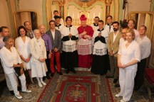 11 - Après la messe, la Schola Sainte Cécile & les grands clercs avec Mgr Oliveri, évêque d'Albenga