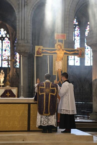 02 - messe du samedi des Quatre-Temps de septembre en la collégiale Notre-Dame de Mantes - chant de la première oraison par le célébrant