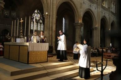 10 - messe du samedi des Quatre-Temps de septembre en la collégiale Notre-Dame de Mantes - encensements de l'offertoire