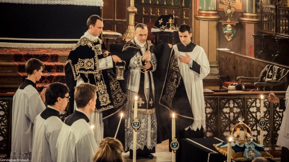 Requiem pour Louis XVI en 2014 - à l'absoute finale
