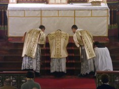 02 - Jeudi Saint 2015 - prières au bas de l'autel