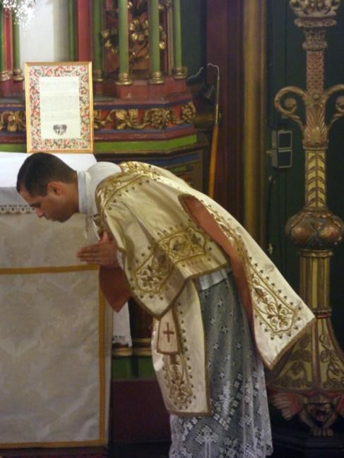 16 - Jeudi Saint 2015 - Confiteor du diacre avant la communion