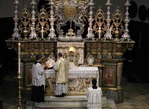 01 Messe de sainte Catherine de Sienne à l'église de la Miséricorde à Turin