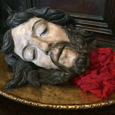 13 L'Archiconfrérie de la Miséricorde est placée sous le patronnage de saint Jean Baptiste