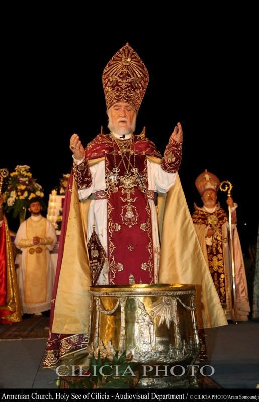 Consécration du saint myron par le catholicos arménien de la Grande Maison de Cilicie