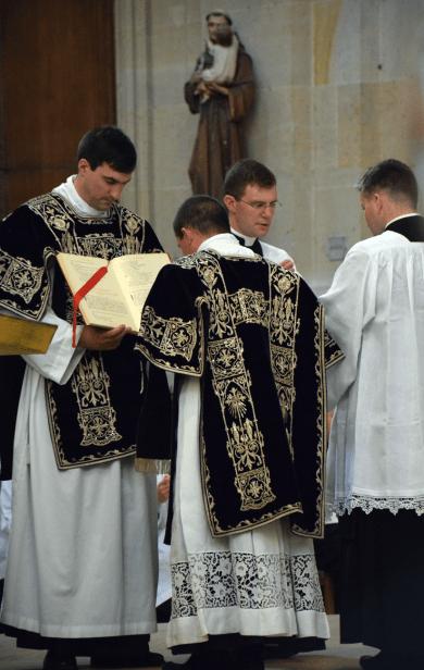 Chant de l'évangile par le diacre