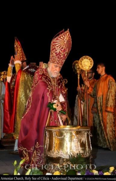 07-Consécration du saint myron par Aram Ier