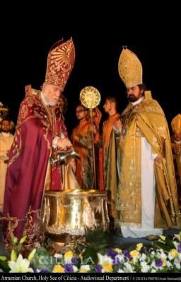 09-Consécration du saint myron par Aram Ier