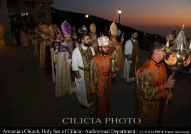 19-Consécration du saint myron par Aram Ier