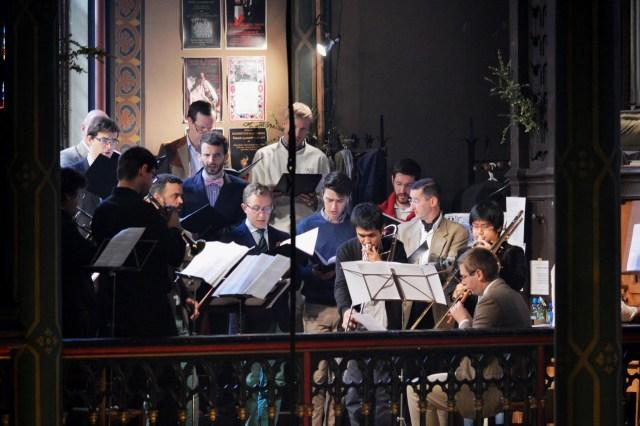 La Schola Sainte Cécile avec son ensemble de cuivres.