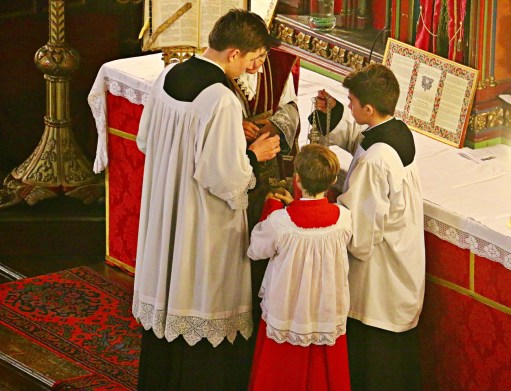 07 -Imposition de l'encens par le célébrant - Sainte Cécile 2015
