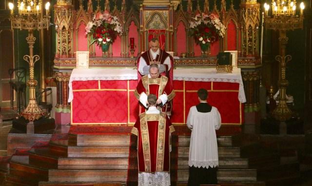 18 - Ite missa est du diacre - Sainte Cécile 2015