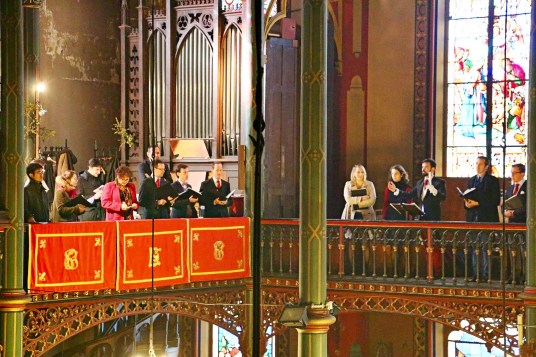 21 - La Schola Sainte Cécile répartie dans 4 tribunes pour la Messe à 4 choeurs de Marc-Antoine Charpentier - Sainte Cécile 2015