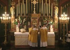 02-Epiphanie 2016 - imposition de l'encens avant l'évangile