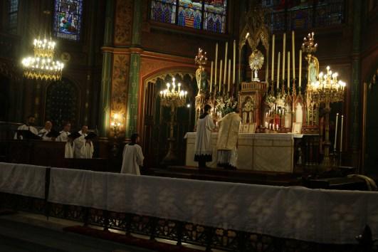 18-Messe de reposition des Quarante-Heures coram Sanctissomo - pendant l'Agnus Dei