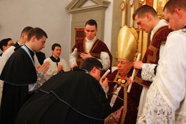Distribution des cierges de la Chandeleur 2016 - Institut du Christ-Roi - Gricigliano.