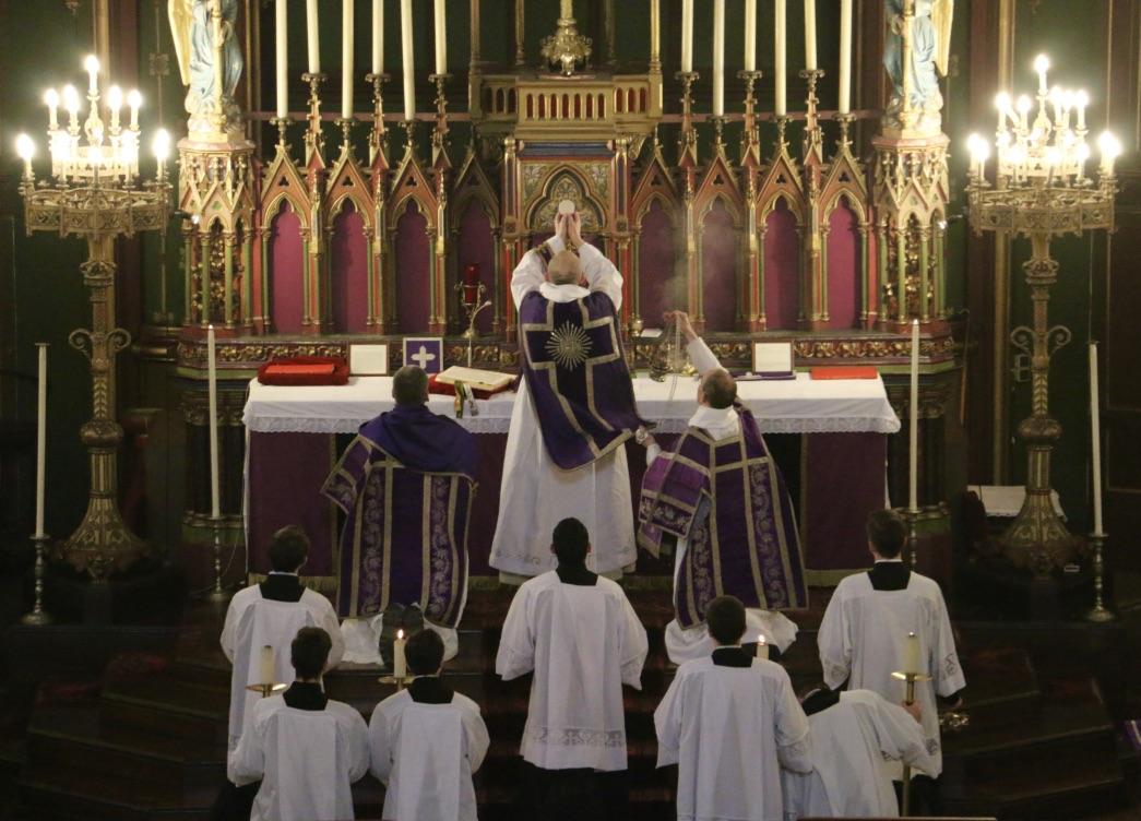Photos : messe solennelle en rit dominicain du second dimanche de Carême