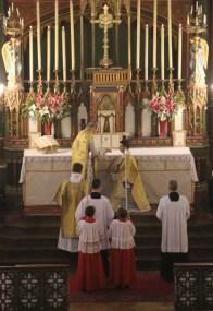 Messe de la Fête-Dieu bénédiction du diacre avant l'évangile