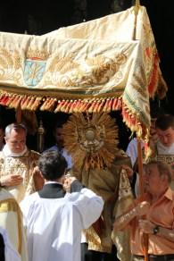 Procession du Saint-Sacrement - sortie de l'église