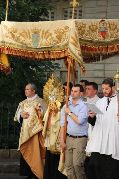 Procession du Saint-Sacrement - cité Trévise
